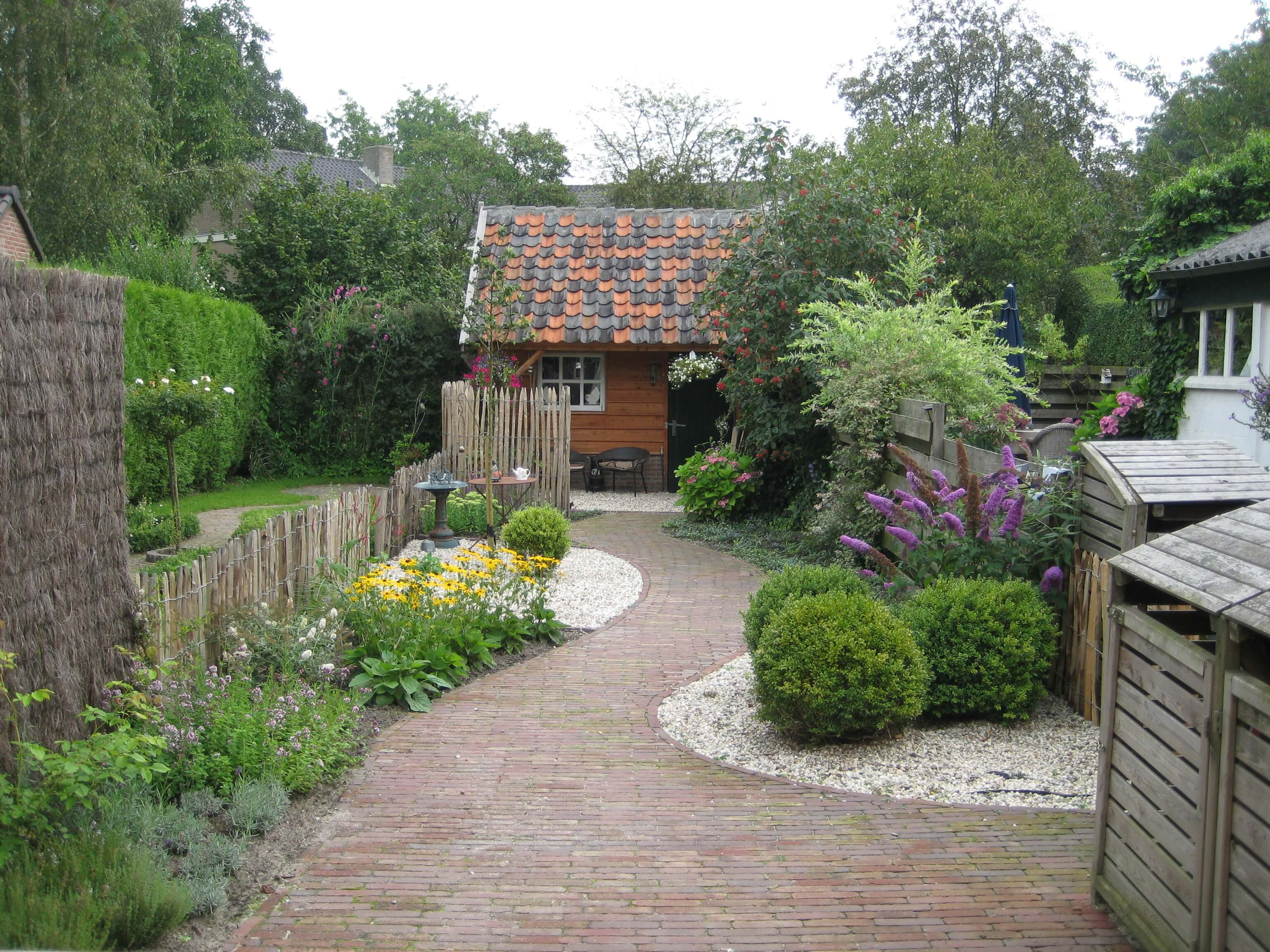Renovatie Smalle Tuin : Voorbeelden van tuinontwerpen tuin natuurlijk